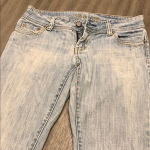 AE size 4 jeans. Wide boot cut leg.